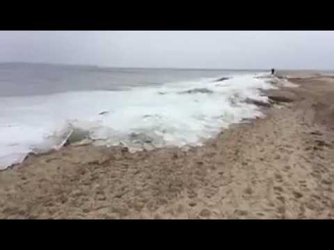 Thiruchendur sea tides became ice today. Amazing video.