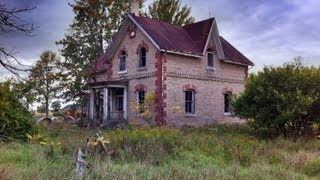 Urban Exploration: Abandoned House on a Cemetery