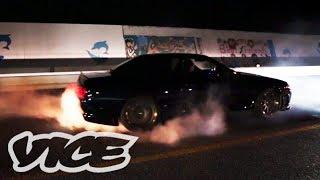 深夜に繰り広げられるカーレース - Illegal Street Racers in Okinawa thumbnail