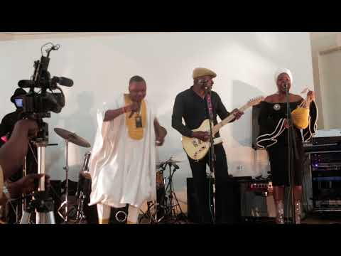 akobe live on stage in UK