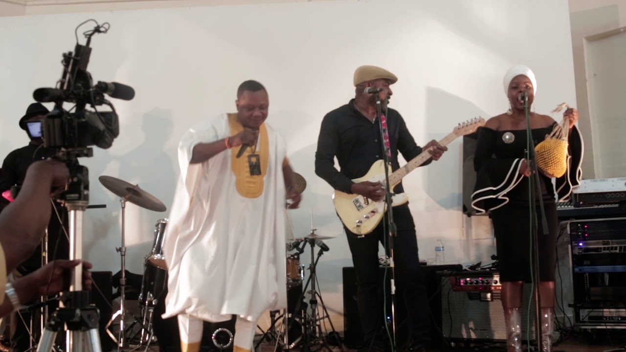 akobe live on stage in London