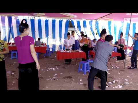 Gái Cuông mường nhảy sex trong đám cưới.