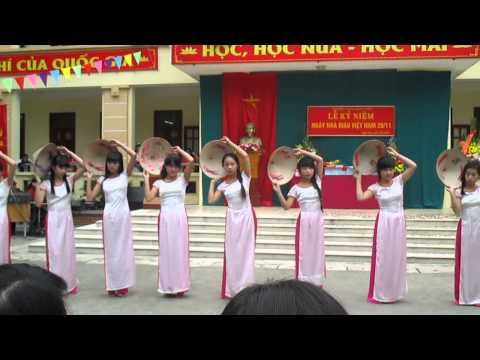 Múa một thoáng quê hương - 9a vô đối ( THCS Ngọc Hòa khóa 2011-2015 )