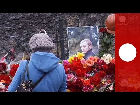 Mourning in Kiev: Flowers, candles cover Maidan as Ukraine grieves for victims of clashes