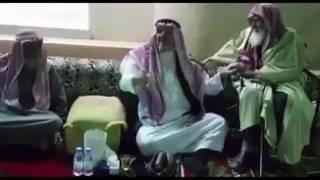 خالد بن طلال ينشر فيديو له مع مسن اختاره للحج عن ابنه الوليد.. ويكشف لماذا اختاره