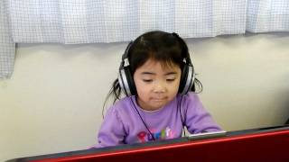 幼児国語の学習風景。小林一茶の俳句、与謝蕪村の俳句の暗唱を、練習し...
