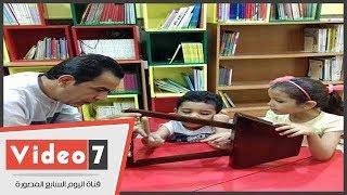 فنان سمسمية بالإسماعيلية يعلم الأطفال العزف على الآلة مجانا