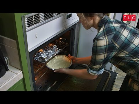How Will Joy Do Baking For Austin's Family? | Counting On
