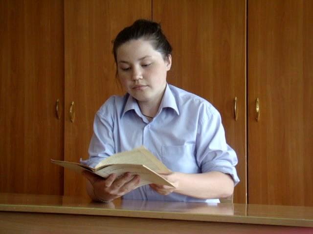 Изображение предпросмотра прочтения – МарияСмирнова читает отрывок изпроизведения «Матренин двор» А.И.Солженицына