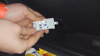 Замена лампы вещевого ящика (бардачка) на светодиодную плату в Renault Duster, Logan , Sandero