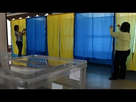 أوكرانيا: بدء التصويت في انتخابات رئاسية يتوقع أن يفوز فيها الفكاهي زيلينسكي  - نشر قبل 53 دقيقة