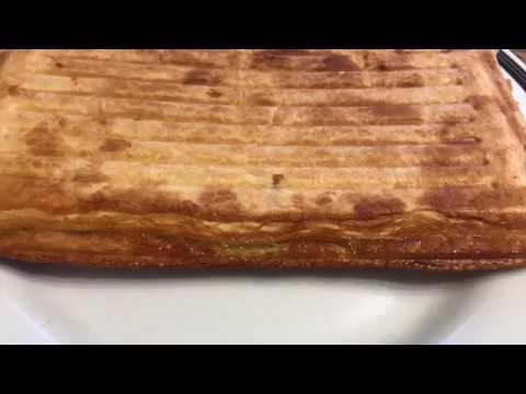 Пирог слоеный с яблоками в мультиварке