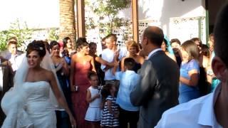 padre canta sevillanas a los novios con el coro del trobal