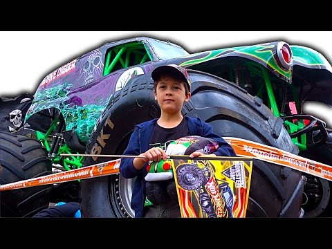 Monster Jam Sydney 2016 Pit Party Show Highlights Grave Digger Crashes