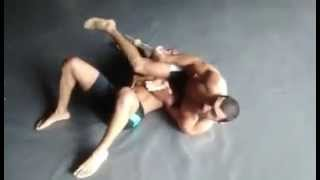 Inverted triangle choke from kimura position