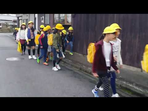 ANAK JEPANG mereka penuh semangat berangkat sekolah