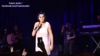 """Jessie J cantando """"Halo"""" com uma fã"""