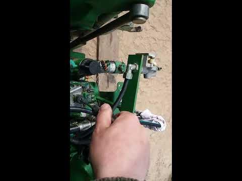 John deere Hydraulic warming up. And rockshaft stepper motor test.