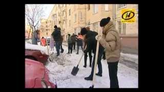 Вычистить Минск от снега вышли более 70 тысяч человек