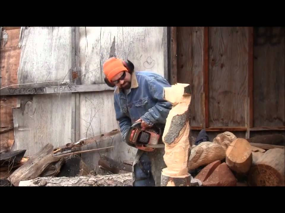 Chainsaw carving a bear doovi
