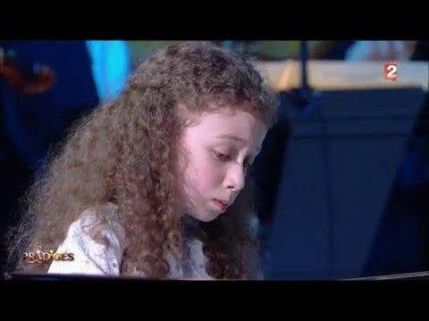 Arielle joue