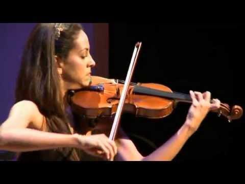 Andréa Tyniec, lauréate du Conseil des arts, interprète Caprice de Paganini avec le violon Gagliano