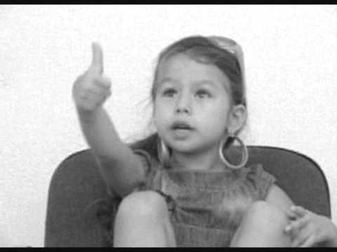 Prevestiri - Oana Zavoranu (Rebecca Niculae, 4 ani).wmv