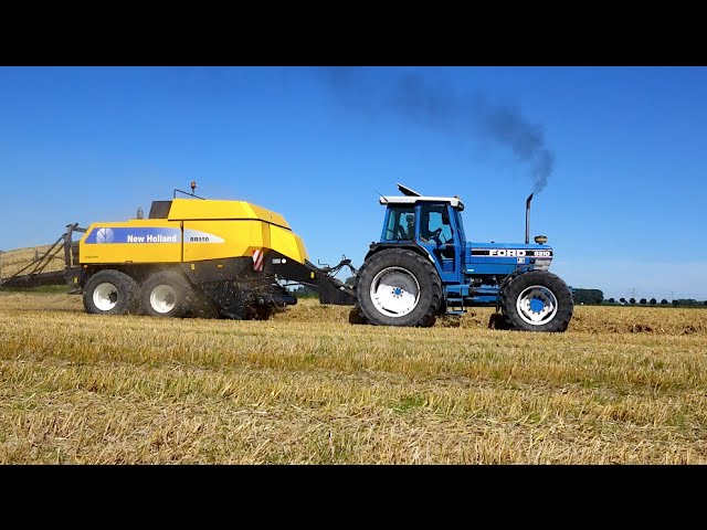 Baling straw | FORD 8210 & New Holland TM 150 + NH square balers | Wim de Groot Agriservice