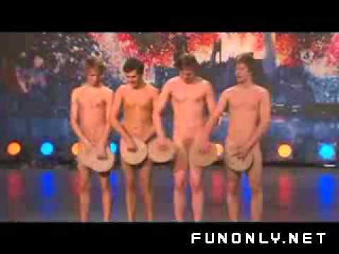 Sängerinnen nackt auf der bühne