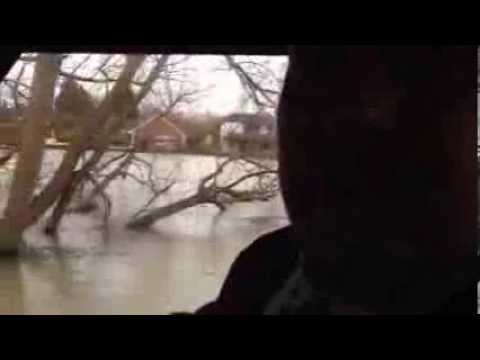 Thames flooding: 'It keeps you out of the pub'