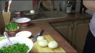 Осётр, фаршированный зеленью, запеченный в духовке