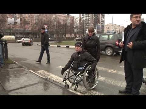 Инвалидам в колясках сложно попасть в администрацию Новокузнецка