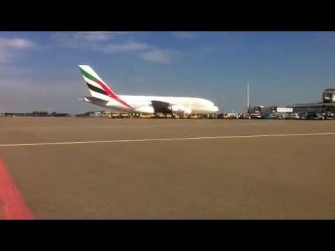 Aankomst van de Emirates A380 op Schiphol op 1 augustus 2012