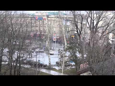 Митингующие Донецка идут к зданию прокуратурыиз YouTube · С высокой четкостью · Длительность: 3 мин25 с  · Просмотров: 45 · отправлено: 16-3-2014 · кем отправлено: TipTopGM