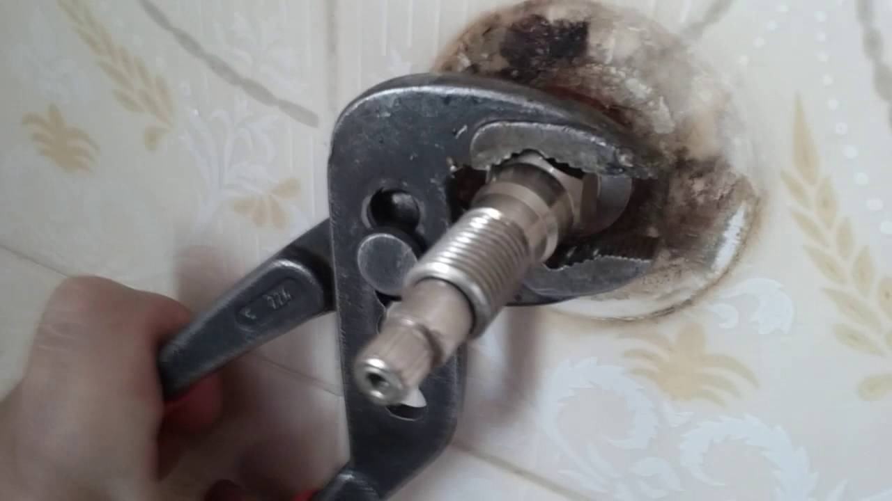 Cambio de cuerito o cabezal completo de la ducha doovi for Como quitar una llave de regadera
