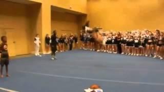 Акробатка творит чудеса !!!