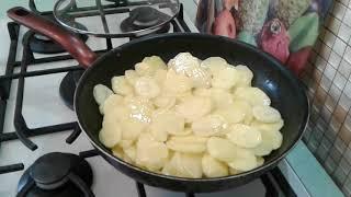 Молодой картофель жареный в молоке по-деревенски