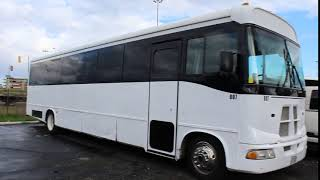 Deluxe LImo and Party Bus Torotnto Fleet