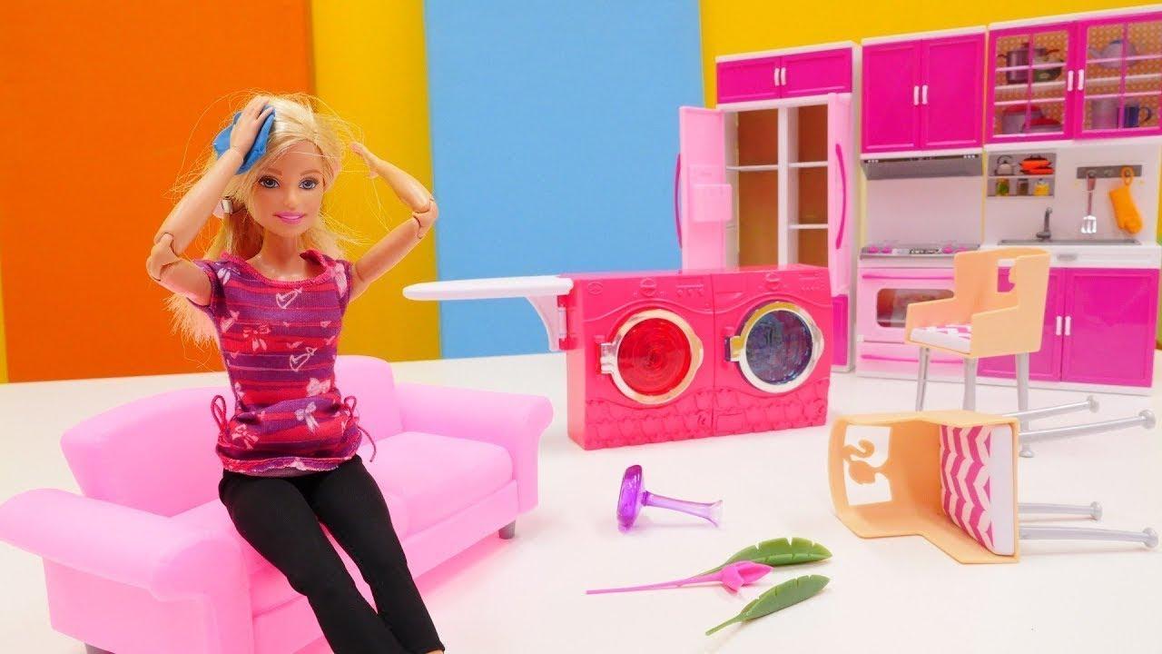 Giochi Di Pulire La Casa giochi per bambini. barbie pulisce la casa. video con i giocattoli
