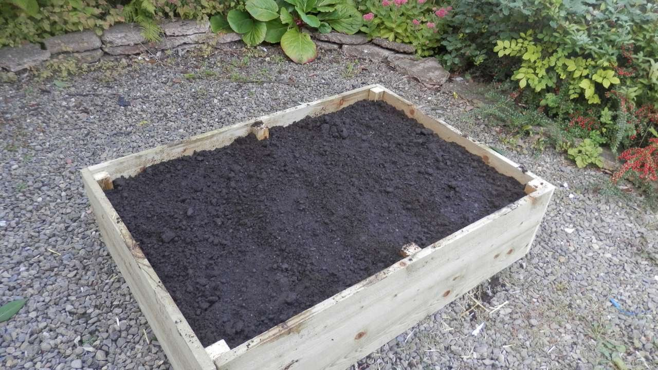 How To Fill A Raised Bed Using The Lasagna Method Diy Home Tutorial Guidecentral You
