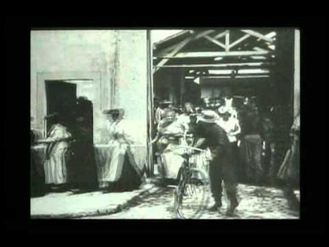 La sortie des usines Lumière (three different versions).avi