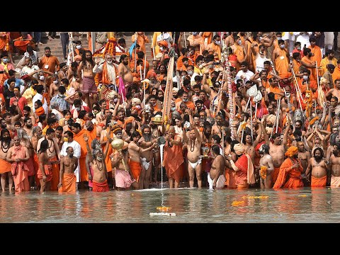 India: Thousands gather for Hindu festival despite Covid-19 spike in country
