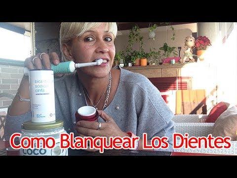 lavar los dientes con aceite de coco y bicarbonato