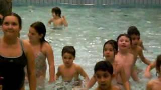 Pieten y Sint en la piscina