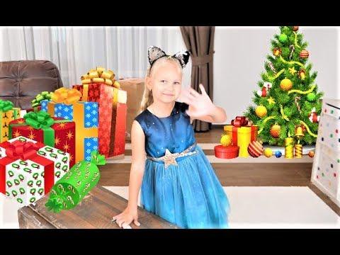 Алиса нарядила ёлку ! Радужная ЕЛОЧКА на Новый Год !!!