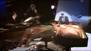 TOM JOBIM  &  OSCAR PETERSON  WAVE (1976 BBC & 1986 MONTREAL)