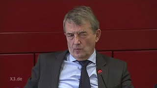 Klaas Butenschön bei der PK mit DFB-Präsident Wolfgang Niersbach