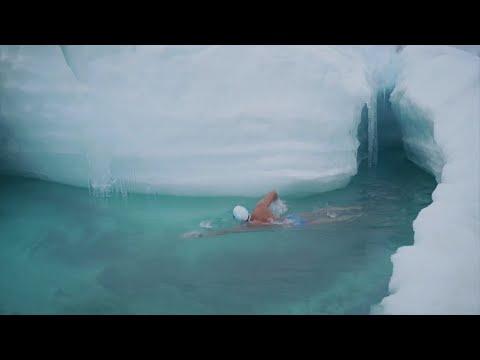 يبلغ من العمر 50 عاماً وفي درجة حرارة صفر .. أول شخص يسبح بالقطب الجنوبي المتجمد  - نشر قبل 2 ساعة
