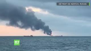 لحظة اشتعال النار في سفينتين أفريقيتين قرب جزيرة القرم الروسية .. فيديو