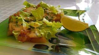 Салат с ананасами и креветками гриль